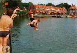Risks and health effects of swimming